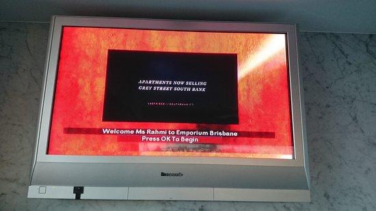 Emporium Hotel: namamu langsung muncul di layar TV