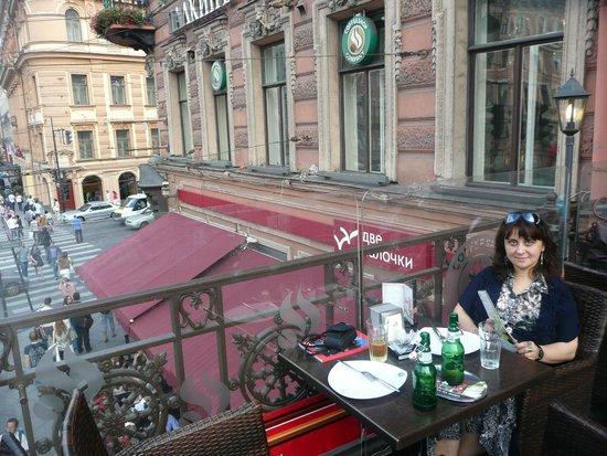 Palkin: Столик на террасе ресторана с видом на Невский проспект