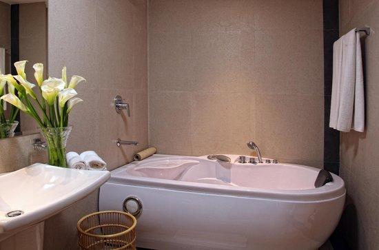 Hotel Thilanka : Bathroom