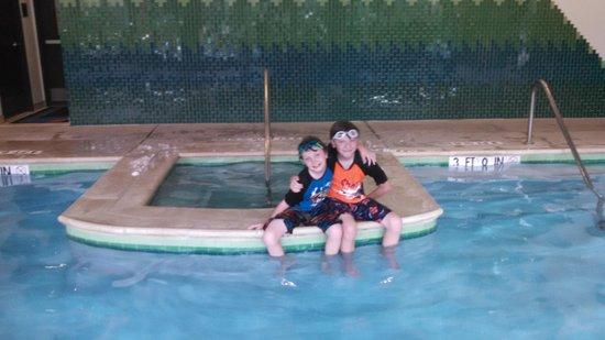 Courtyard Houma: indoor pool and hot tub