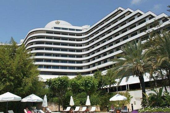 Rixos Downtown Antalya : Ночью отель смотрится еще красивее