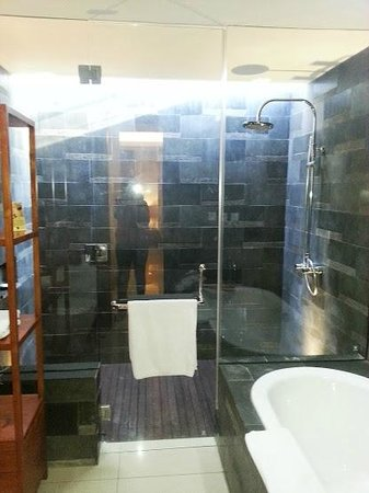 Rama Beach Resort and Villas: Bathroom