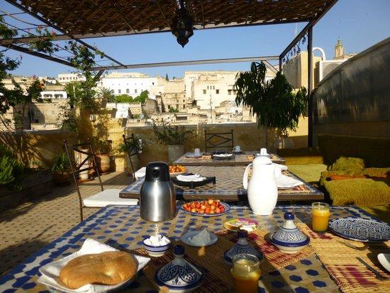 Riad Laayoun: 屋上で朝ご飯