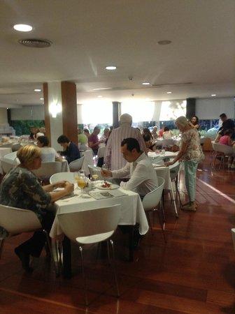 Ayre Gran Hotel Colon: Breakfast room