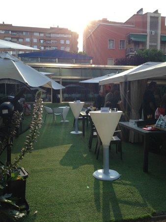 Ayre Gran Hotel Colon: Outside bar / garden
