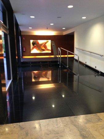 Ayre Gran Hotel Colon: Hotel corridor to dining room