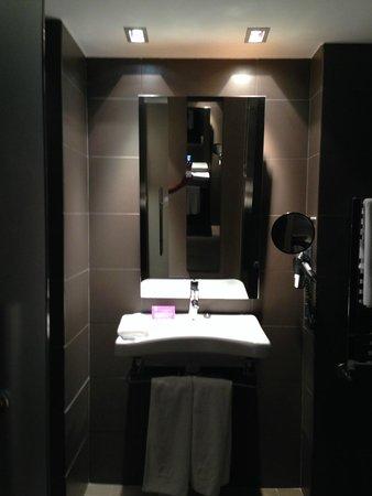 Ayre Gran Hotel Colon: bathroom in disabled room