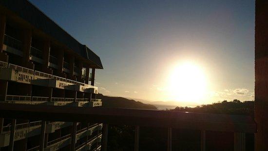 Reef View Hotel: Matahari terbenam. Indah.