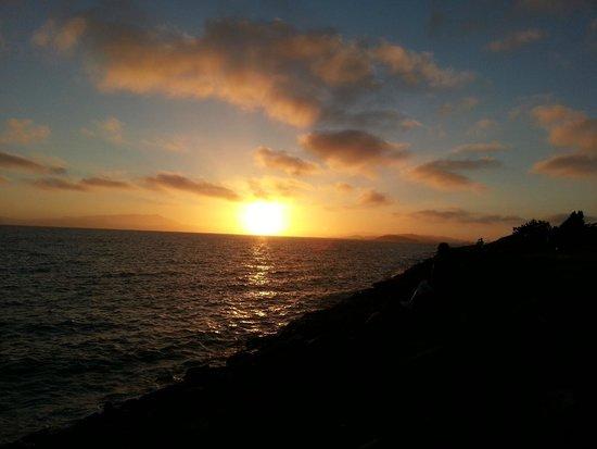 DoubleTree by Hilton Berkeley Marina: San Francisco Bay sunset