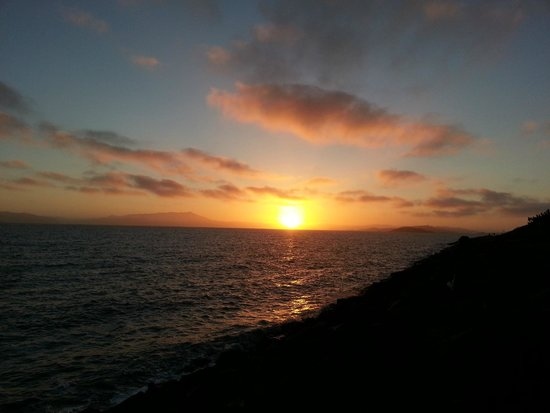 DoubleTree by Hilton Berkeley Marina: San Francisco Bay sunset Cesar Chavez Park next to hotel