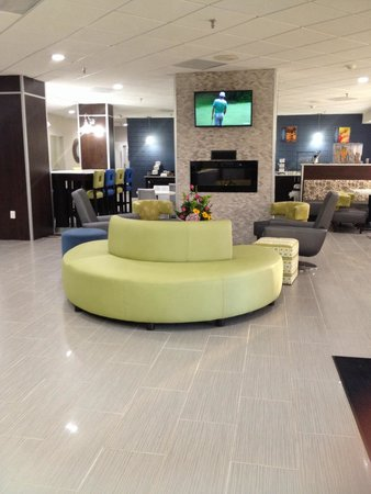 Best Western Plus Hanes Mall Hotel : Main Lobby and breakfast area