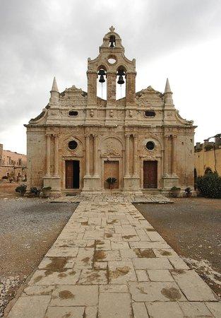 Sacred Monastery of Arkadi : Αυτή η πρόσοψη αλλάζει ανάλογα με το φόντο του ουρανού.