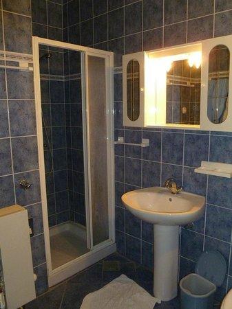 Villa Jerkan: большая ванная