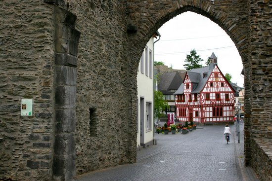 Marktplatz mit Ochsenbrunnen: Rhens