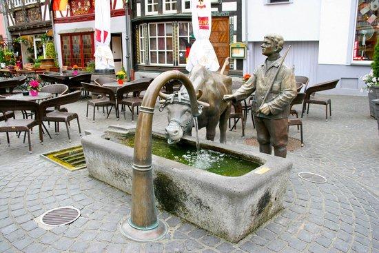 Marktplatz mit Ochsenbrunnen: Fontaine au boeuf