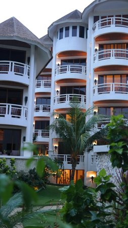 Ambassador in Paradise Resort: the rooms