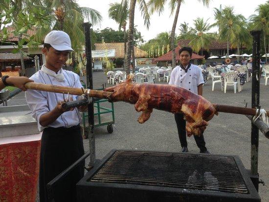 Ramada Bintang Bali Resort: Dinner is being prepared