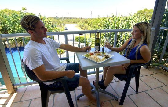 Seacove Resort : Enjoy a wine on the balcony of our one bedroom apartments.
