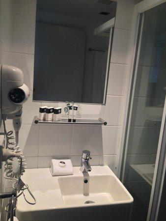 Travelodge Hotel Hobart: Bathroom