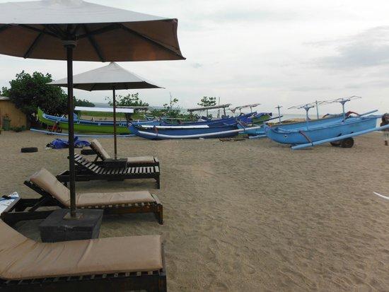 Hotel Santika Premiere Beach Resort Bali: ホテル前のビーチ