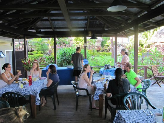 Samoan Outrigger Hotel: At breakfast