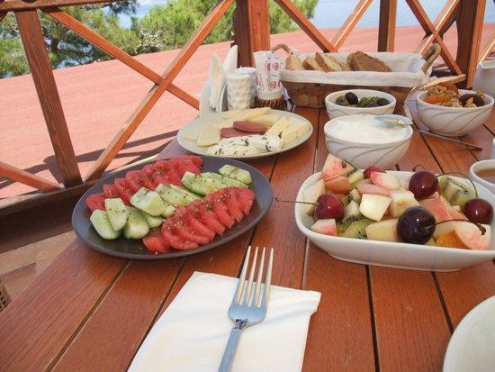 Zakros Hotel Lykia: Typical Breakfast