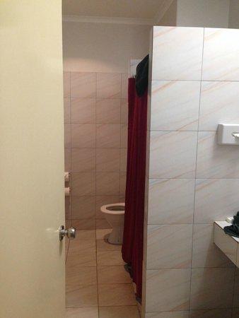 Hotel Kununurra : bathroom with shower