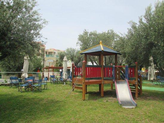 Ellia Hotel : Детская площадка