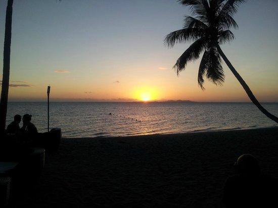 Sheraton Denarau Villas: Sunset from the bar