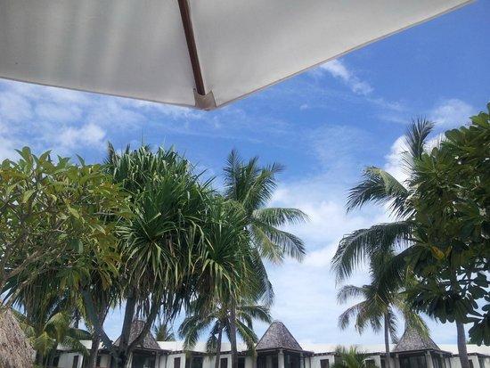 Sheraton Denarau Villas: Doing hard yards poolside