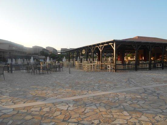Apollonion Resort & Spa Hotel: Restaurant (lunch)