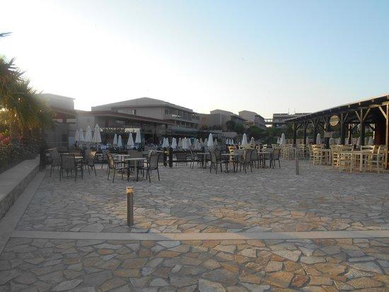 Apollonion Resort & Spa Hotel: La Pergola (lunch restaurant)