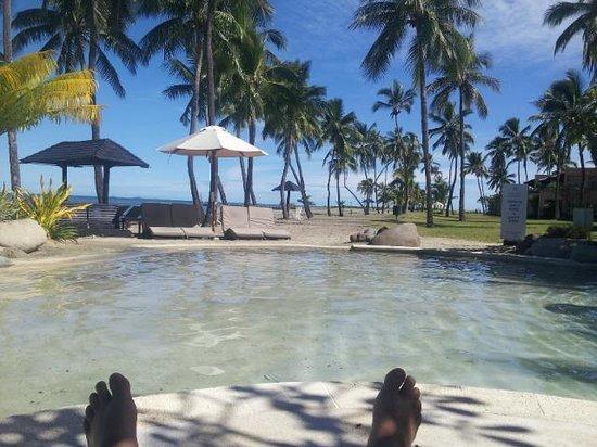 Sheraton Denarau Villas: Deck chair poolside view