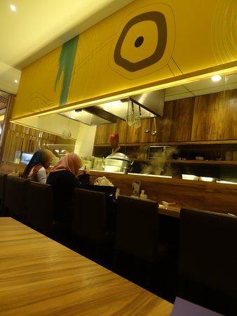 Tokyo Teppan: Meja Makan
