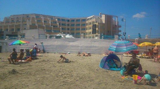 db Seabank Resort + Spa: The seabank so close to beach fantastic.