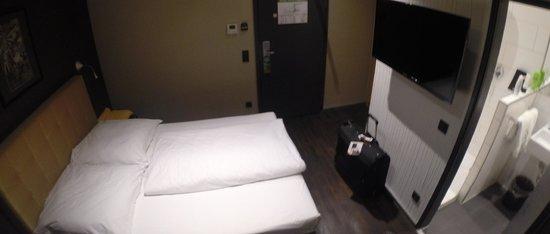 Hotel Cult: room