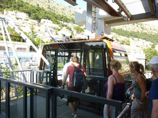 Funiculaire de Dubrovnik : Loading for the Ascent