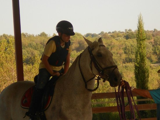 Amargeti Equestrian Club : so patient with the children