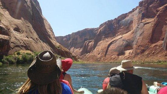 Colorado River Discovery : Gorgeous views of Glen Canyon