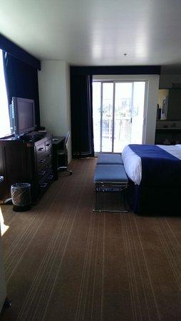 University Plaza Waterfront Hotel: King Suite bedroom