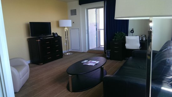 University Plaza Waterfront Hotel: King Suite living room