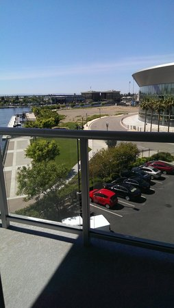 University Plaza Waterfront Hotel: Day view outside King Suite Balcony Stockton Arena