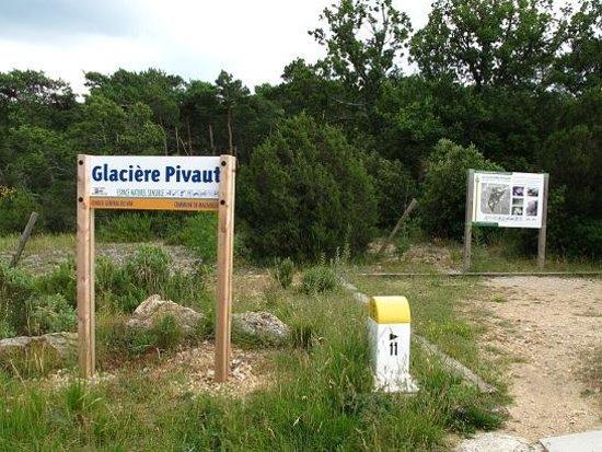 Glacières de Pivaut : 道路沿いの看板