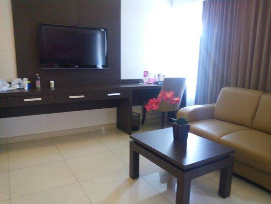 Crystal Kuta Hotel : sofa, lcd, wifi, kamar luas utk suite room