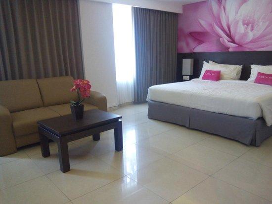 Crystal Kuta Hotel : kamar tidur yang empuk dan sofa bed utk suite room
