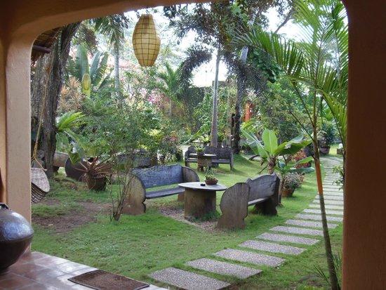 Hibiscus Garden Inn : The Courtyard