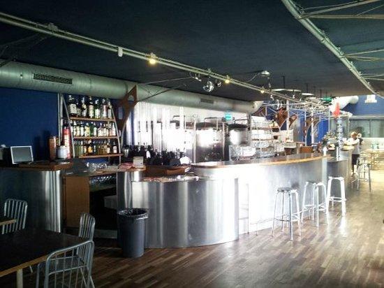 L'Officina Della Birra: View of bar & restaurant when walking in