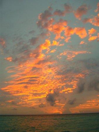 Veligandu Island Resort & Spa : Post-storm sky.