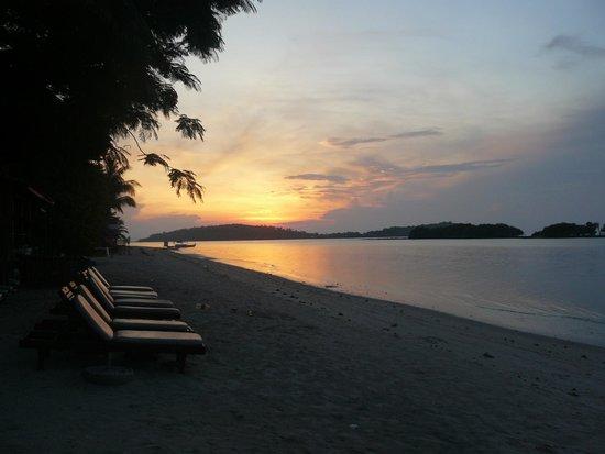 Chaweng Regent Beach Resort : beach access