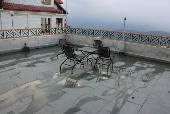 Galleu Hill Resort: Terrace with a view in front of the rooms